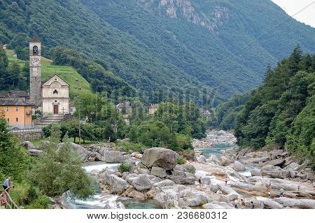 Tourists Among Smooth Polished Rocks And Boulders In The Verzasca River (fluss) - Lavertezzo, Val Ve