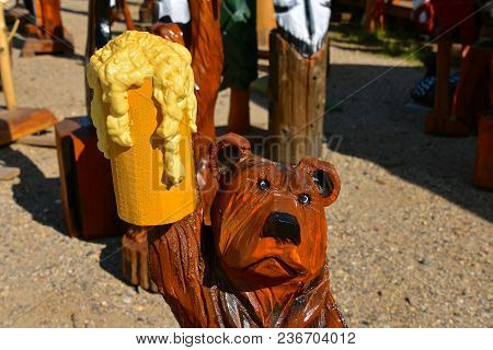 Wood  Chainsaw Carved Bear Holding A Stein Of Frothy Beer