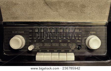 Ancient Radio Close Up , Vintage Radio Receiver
