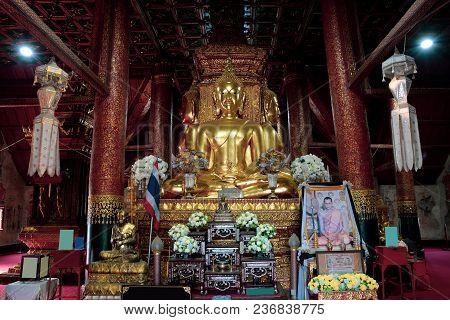 Nan, Thailand April 15, 2018 : Golden Buddha In The Chapel Of Wat Phumin.