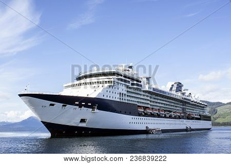 Transatlantic Luxury Transportation Vacation Ocean Tourist Sky
