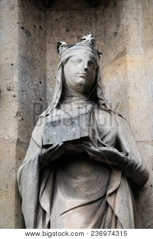 PARIS, FRANCE - JANUARY 11: Saint Joan of Valois statue on the portal of the Saint Germain l'Auxerrois church in Paris, France on January 11, 2018.
