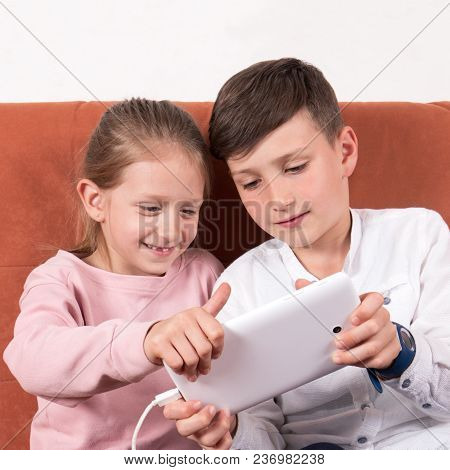 Boy/brother Who Shows A Girl/sister How To Play On Her Digital Tablet