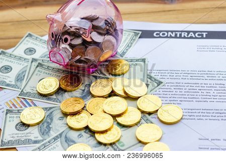 Financial Contract For The Loan To Sign For Economic Investment With People For Payment With The Ban