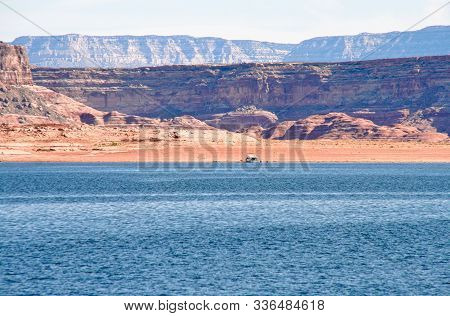 Houseboat In Lake Powell, By Page - Usa
