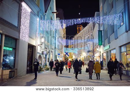 Tallinn, Estonia - 3 January 2019: Street Of Old Town Tallinn In Winter Evening. ?rowds Of Tourists