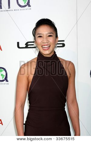 LOS ANGELES - OCT 15:  Michelle Kwan arriving at the 2011 Environmental Media Awards at the Warner Brothers Studio on October 15, 2011 in Beverly Hills, CA