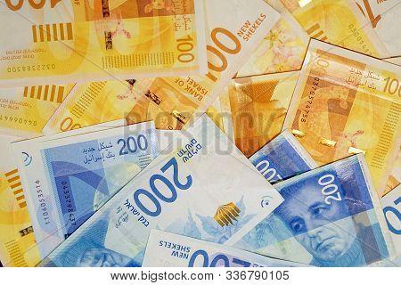 Israeli Money Stack Of The New Israeli Money Bills (banknotes) Of 100 And 200 Shekel. New Israeli Sh