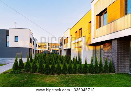 Apartment Townhouse Residential Home Architecture With Outdoor Facilities