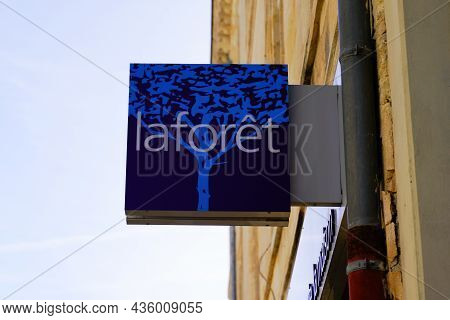 Bordeaux , Aquitaine  France - 09 30 2021 : Laforêt Blue Sign Text And Brand Logo For Office Real Es