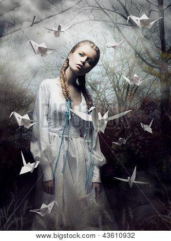 Geheimnis. Origami. Frau mit Taube Whitepaper. Märchen. Fantasie