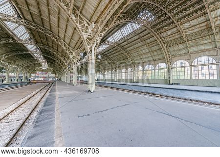 Saint Petersburg, Russia - October 05, 2021: Interior Of Vitebsky Railway Station. It Was The First