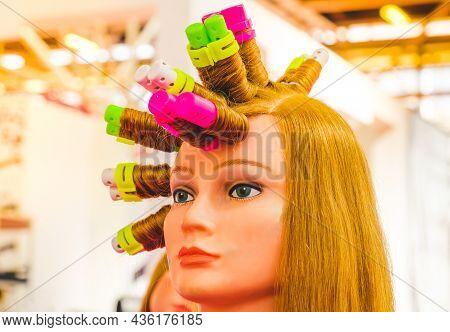 Curlers Wig Hairdresser Face Background Hairdresser Curlers And Curlers On Wig