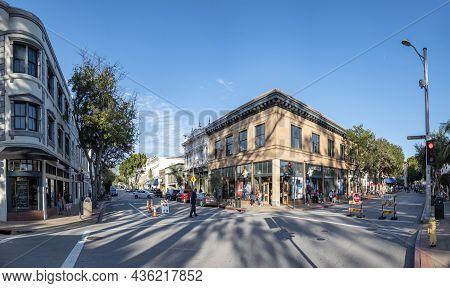 San Luis Obispo, Usa - April 19, 2020: People Enjoy A Warm Spring Day In The Old Town Of San Luis Op