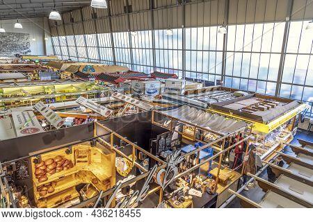Frankfurt, Germany - November 21, 2020: People Enjoy Shopping In The Kleinmarkthalle  In Frankfurt,