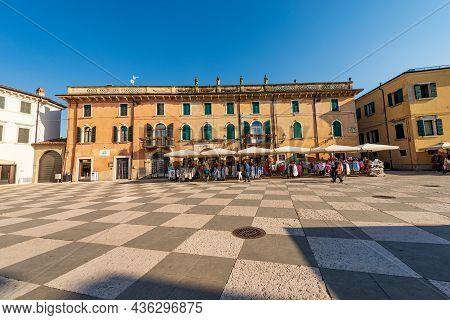 Lazise, Italy - May 26, 2021: Main Square In Lazise Village, Piazza Vittorio Emanuele. Tourist Resor