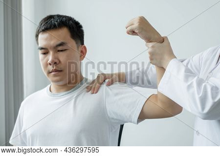 Female Physiotherapists Provide Physical Assistance To Male Patients With Shoulder Injuries Massage