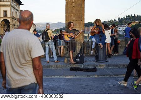 Florence (italy), September 6, 2021. Buskers On The Old Bridge. Florence Is The Capital Of Tuscany,