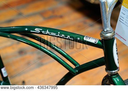 Bordeaux , Aquitaine  France - 10 10 2021 : Schwinn Krate Bikes Logo And Sign Text Us Original Ameri