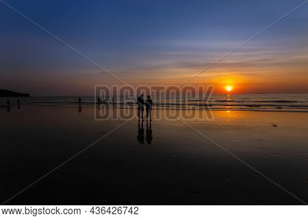 31,jun,2020,krabi Thailand, Sunset On Koh Lanta In Thailand With Tourists In The Middle Of The Sea W