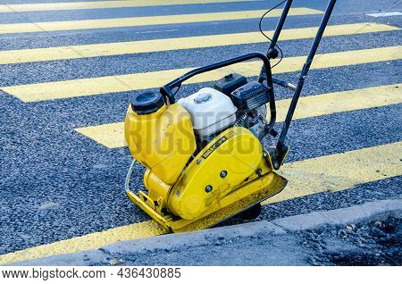 Special Equipment For Compacting Road Surfaces, Laying Paving Slabs And Paving Stones.vibrating Pave