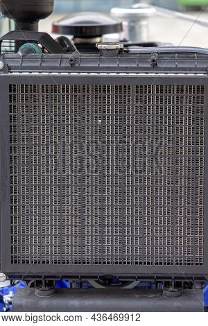 Tractor Engine Cooling Radiator Water Cooler With Protective Grid