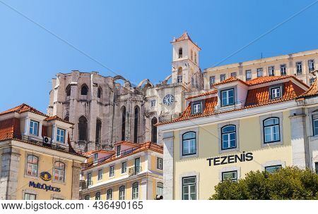 Lisbon, Portugal - August 12, 2017: Rue Aurea Street View With Convento Do Carmo On A Background