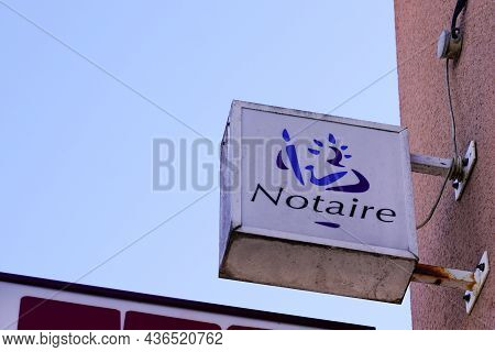 Bordeaux , Aquitaine  France - 10 10 2021 : Notaire French Text Sign And Brand Logo On Building Nota