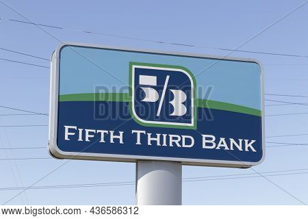 Indianapolis - Circa October 2021: Fifth Third Bank Logo. Fifth Third Services 15 Regions With More