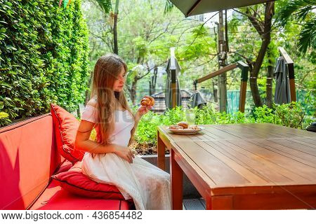 Slim Young Woman Enjoy Eating Fresh Bakery Food. Happy Female Take Plate With Delicious Pastry, Waff