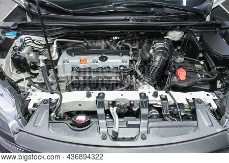 Novosibirsk, Russia - September 25, 2021: Honda Cr-v   , Close Up Of A Clean Motor Block. Internal C