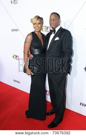 LOS ANGELES - OCT 11:  Mary J. Blige, Kendu Isaacs at the Ferrari Celebrates 60 Years In America  at Wallis Annenberg Center for Performing Arts on October 11, 2014 in Beverly Hills, CA