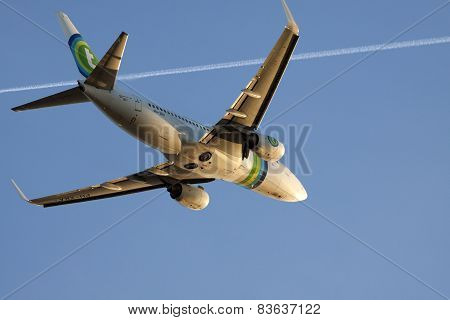 Boeing 737-700 on a blue sky.