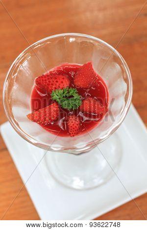 Fruit yogurt cake Cream and yogurt stawberries