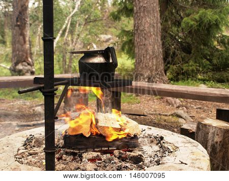 Camping kettle for preparing coffee over open fire
