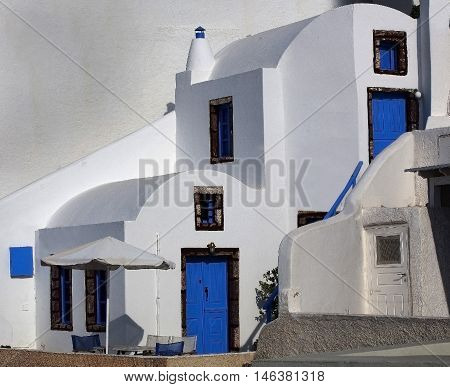 beautifull small white fishing houses of Santorini
