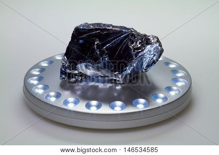 The chemical element silicon is in the periodic system in the fourth main group and has the period number 14th.