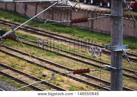 Mechanism of a tension of a transmission line on the railroad