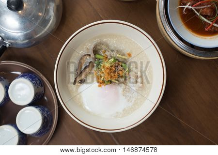 porridge, pork, rice, chicken, congee, egg, food, asian, gruel, meal, cuisine, bowl, traditional, breakfast, chinese, lunch, white, vegetable, dinner, healthy, culture, restaurant, thai, delicious, ingredient