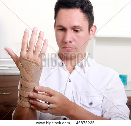 man with carpal tunnel syndrome in the doctor
