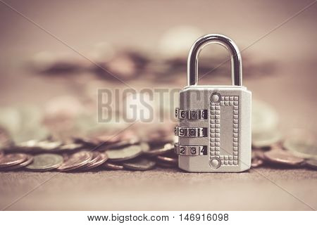 Pictures of the lock is locked with a passwordFocus lock