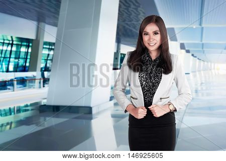 Success Asian Busines Woman Pose On The Airpor