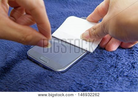 apply the smart phone film screen protect
