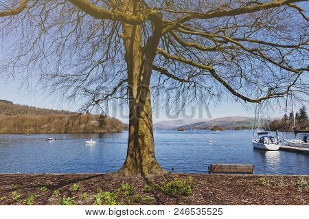 South Lakeland, Uk - April 2018: Beautiful Bowness Bay Seen From The Bank Of Windermere At Bowness-o