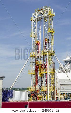 New Bedford, Massachusetts, Usa - June 22, 2018: Drill Rig Towering Above Bridge Of Geotechnical Dri