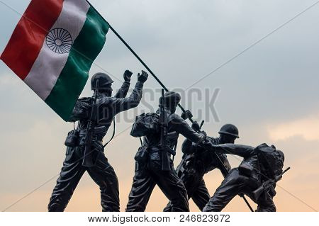 Shimla, India - 27th Apr 2018: Stone Artwork Of Indian Soldiers Hoisting The Tricolor Indian Flag As