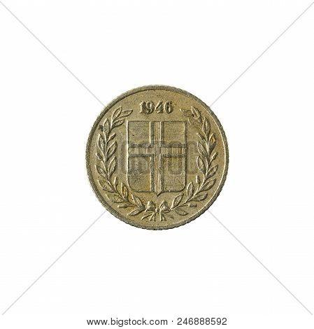 10 Icelandic Aurar Coin (1946) Reverse Isolated On White Background