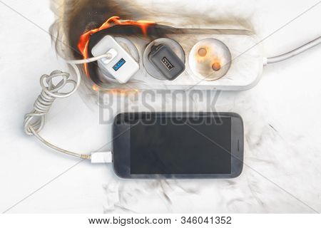 Power Supply Burns With Fire, Phone On Recharge, The Fire In The Apartment. Cause Of The Fire Counte