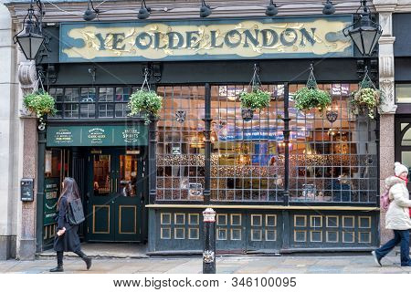 London, Uk - Jan 16, 2020:  The Front Of The Ye Olde London Pub In The City Of London