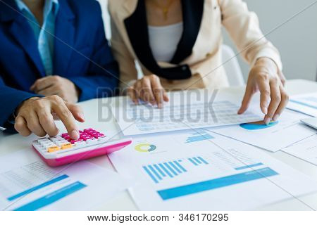 Business Team Meeting Present The Project.professional Investor Working The Project. Concept Busines